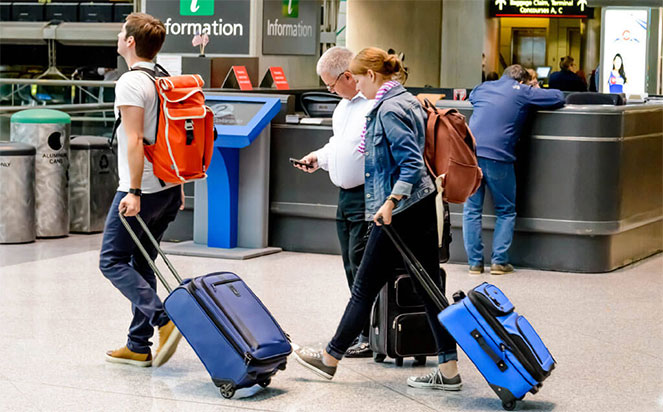 Люди уезжают из своих стран