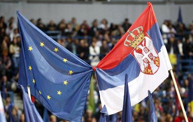 Флаг Евросоюза и Сербии